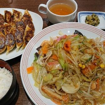 昨日の晩御飯 長崎皿うどん&餃子セット (^o^)v