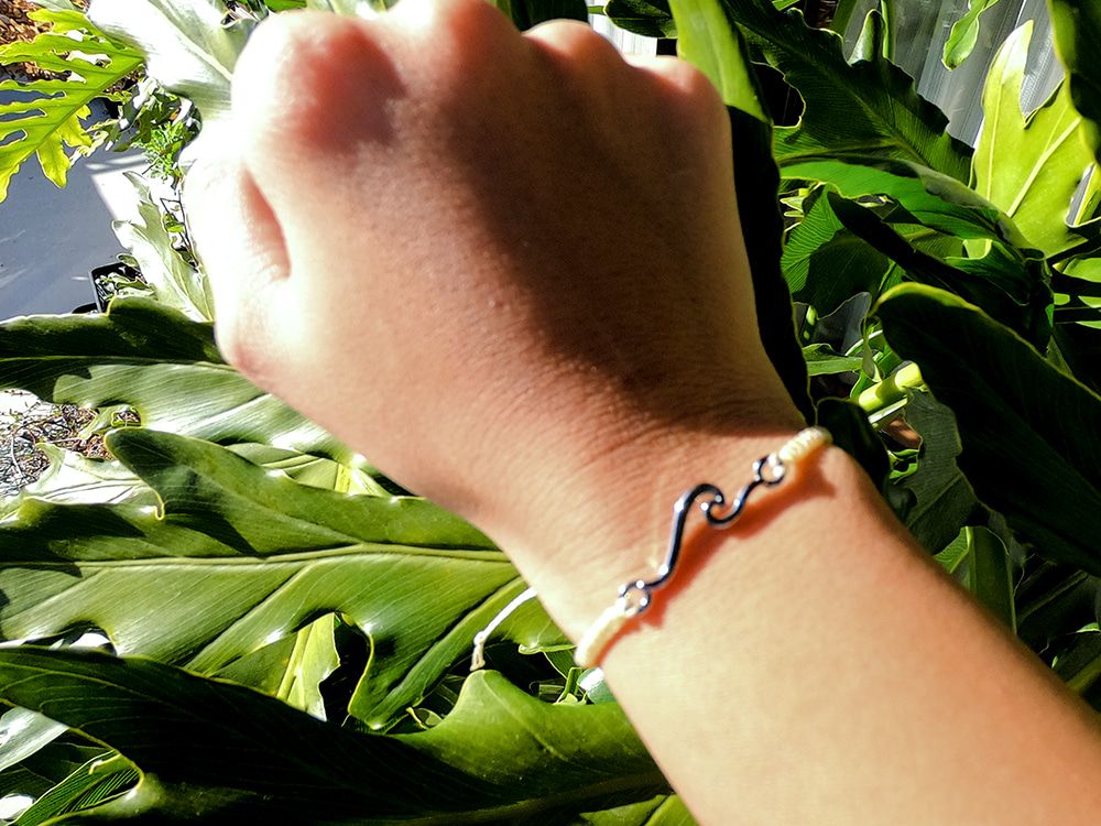 New!!  Wave Missing Bracelet