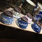 やちむんの華やかなお皿は、毎日の食卓を明るく華やかにしてくれます!!の記事より