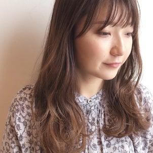 小顔効果のある『巻き髪』にする方法の画像