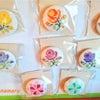 お部屋を明るくしてくれるステキなマグネット★温かみのあるフェルトのお花のブローチの画像