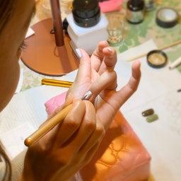 画像 【基本のやり方】初心者さんのためのジェルネイルのコツ〜下準備・塗り方〜 の記事より 40つ目