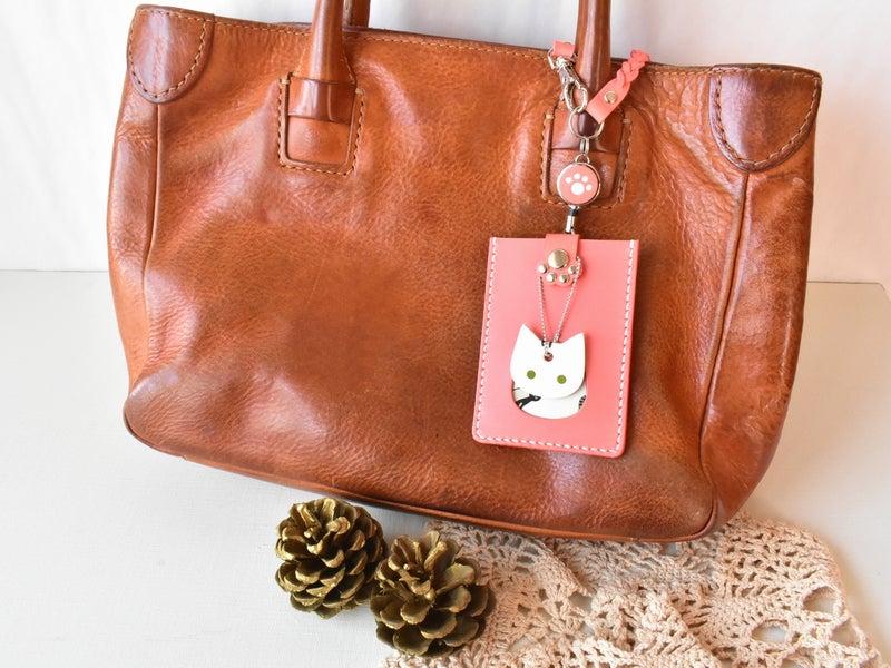 ピンク革の猫のパスケース(リールキーホルダー付)