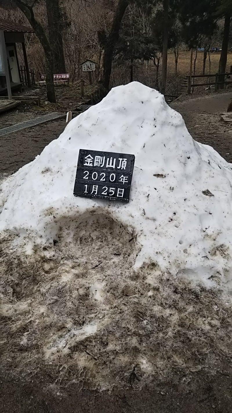 金剛山山頂のかまくら