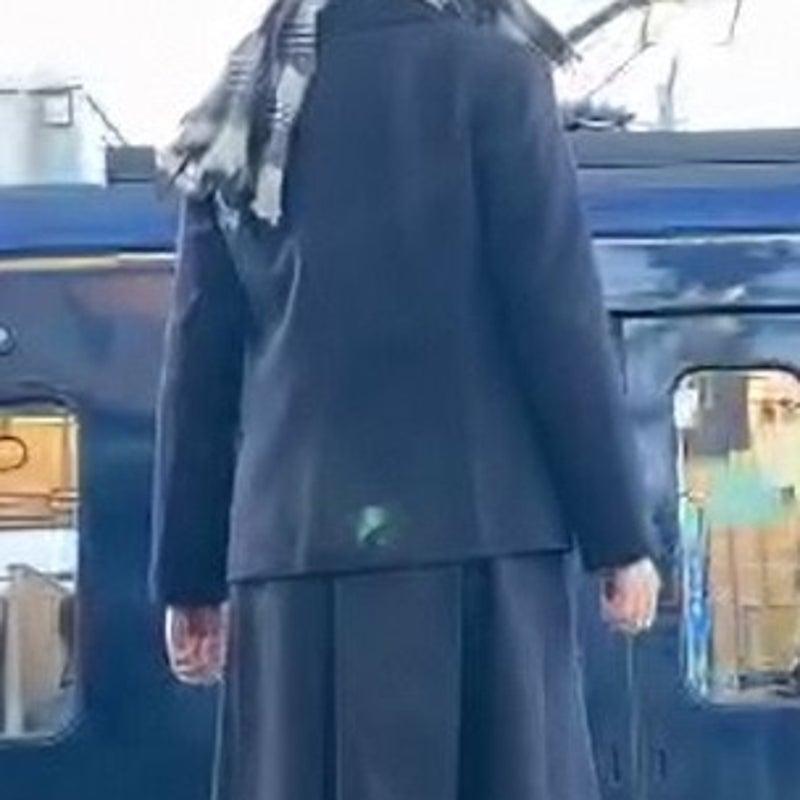 高生 女子 瀬谷 駅