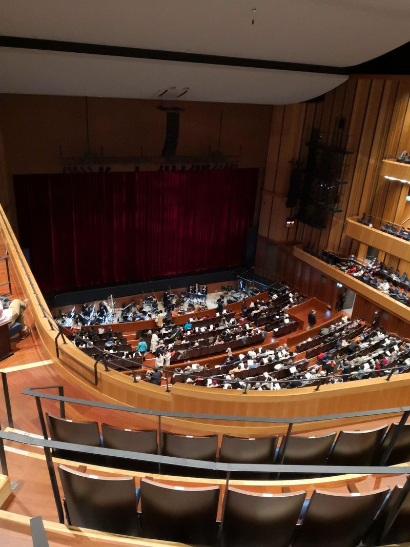 オープン間なしの東大阪市文化創造館でオペラを鑑賞