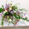 """春のフラワーセラピー・""""花束の様な《スプレーシェイプ》のフラワーアレンジメントの画像"""