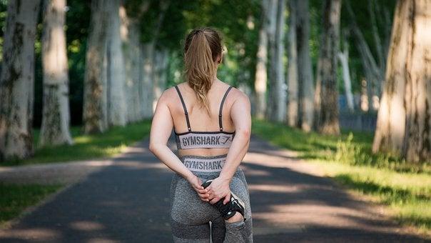 運動を習慣にしている女性の写真