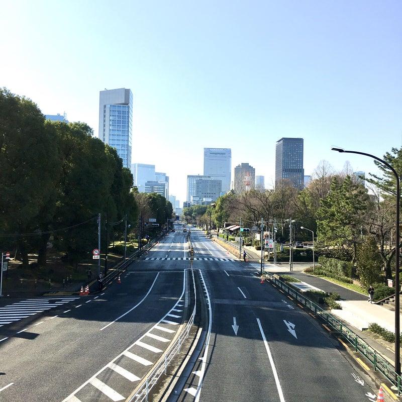 誰もいない東京マラソンコースの写真