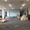 新事務所に神棚を設置する前の内装工事の画像