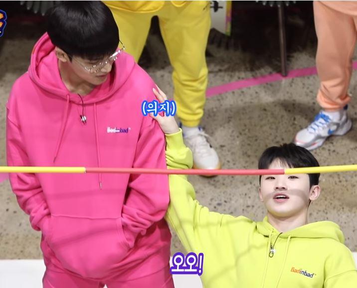 韓国人気番組出演時にBTSジミンが着用していたタートルネック