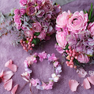 お花に囲まれてニューボーンフォトを華やかにの記事より