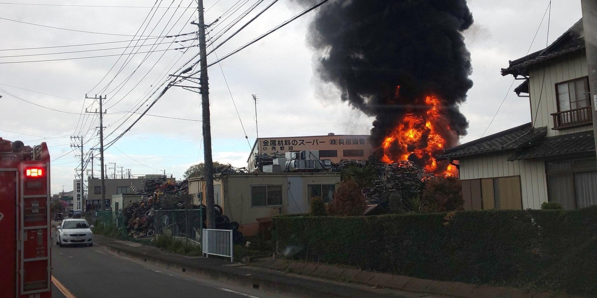 ▼唸声火災現場のストリートビュー/さいたま市岩槻区、自転車の山が燃える・・・