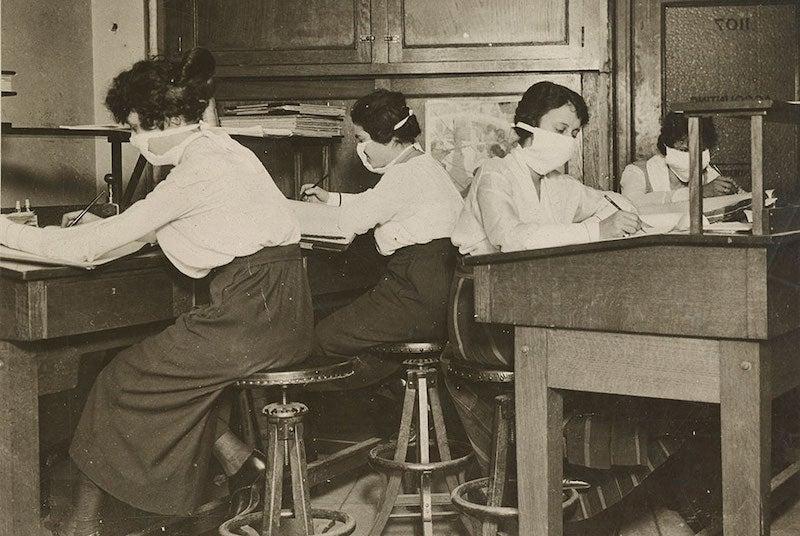 1918年のインフルエンザで、ニューヨーカーはマスクを付けた。 - 世界 ...