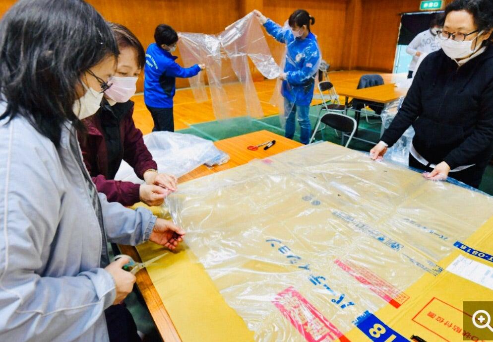 服 防護 ポリ 袋 ポリ袋で作る15分でできる使い捨て防護服 Amazon
