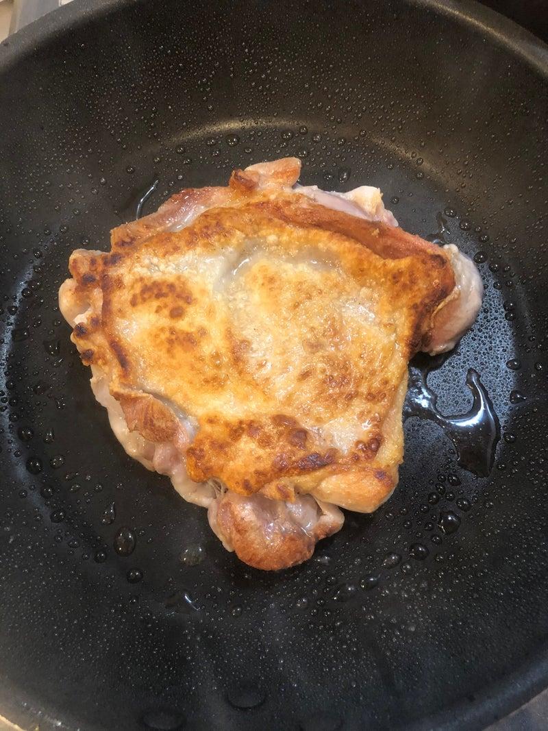 こんがり焼けた鶏もも肉
