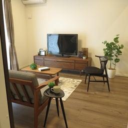 画像 床の色と少し違う色の家具がいい?!グレーがかったブラウン色の床にウォールナット材の家具を合わせる の記事より 5つ目