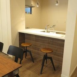 画像 床の色と少し違う色の家具がいい?!グレーがかったブラウン色の床にウォールナット材の家具を合わせる の記事より 10つ目