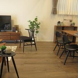 画像 床の色と少し違う色の家具がいい?!グレーがかったブラウン色の床にウォールナット材の家具を合わせる の記事より 16つ目