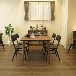 画像 床の色と少し違う色の家具がいい?!グレーがかったブラウン色の床にウォールナット材の家具を合わせる の記事より 17つ目
