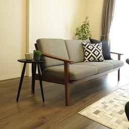 画像 床の色と少し違う色の家具がいい?!グレーがかったブラウン色の床にウォールナット材の家具を合わせる の記事より 14つ目