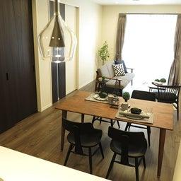 画像 床の色と少し違う色の家具がいい?!グレーがかったブラウン色の床にウォールナット材の家具を合わせる の記事より 2つ目