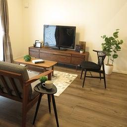 画像 床の色と少し違う色の家具がいい?!グレーがかったブラウン色の床にウォールナット材の家具を合わせる の記事より 7つ目