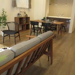画像 床の色と少し違う色の家具がいい?!グレーがかったブラウン色の床にウォールナット材の家具を合わせる の記事より 13つ目