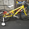 LOUIS GARNEAU の子供用自転車に補助輪を!の画像