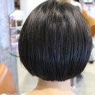 抜毛症改善プロセス事例5ー12歳少女ヘアデザインとウィッグでの応急的カバー方法の記事より
