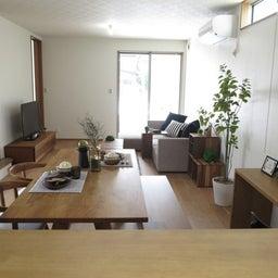 画像 リビングへ入る引戸の開き方で家具の配置が異なってきます。ソファ前が広くなり、ソファも大きくできる の記事より 10つ目