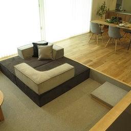 画像 家具の配置アドバイス!お子さん4人と両親、6人で寛ぐコンパクトリビング!壁もソファ?畳もソファ? の記事より 3つ目