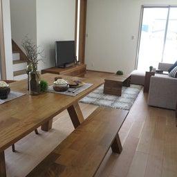 画像 リビングへ入る引戸の開き方で家具の配置が異なってきます。ソファ前が広くなり、ソファも大きくできる の記事より 2つ目