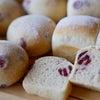 自家製酵母で焼いたパンたちの画像