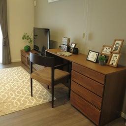 画像 広い壁面を活かした総幅3m以上の収納家具を提案!TVボードとデスクを同じデザインで提案できます の記事より 2つ目