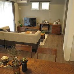 画像 広い壁面を活かした総幅3m以上の収納家具を提案!TVボードとデスクを同じデザインで提案できます の記事より 9つ目