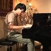 本日6/2夜の営業は【恒例の火曜日無料ライブデー】杉山寛くんのソロピアノですの画像