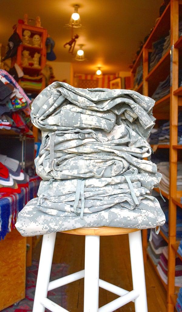 実物アメリカ軍デジカモ迷彩柄カーゴパンツ軍物軍服