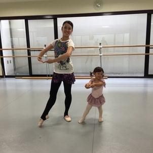 2歳娘とスキップの練習の画像