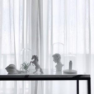 窓際にコンソール移動して模様替えの画像