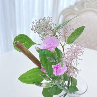 可愛いお花のある生活で、お部屋を明るく♡