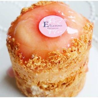 桃まるごと1個使用♪「まるごと桃のパイ」エチエンヌ