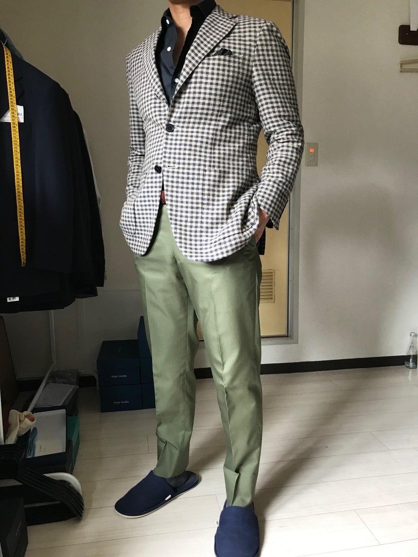 グリーンのパンツを使ったジャケットスタイル