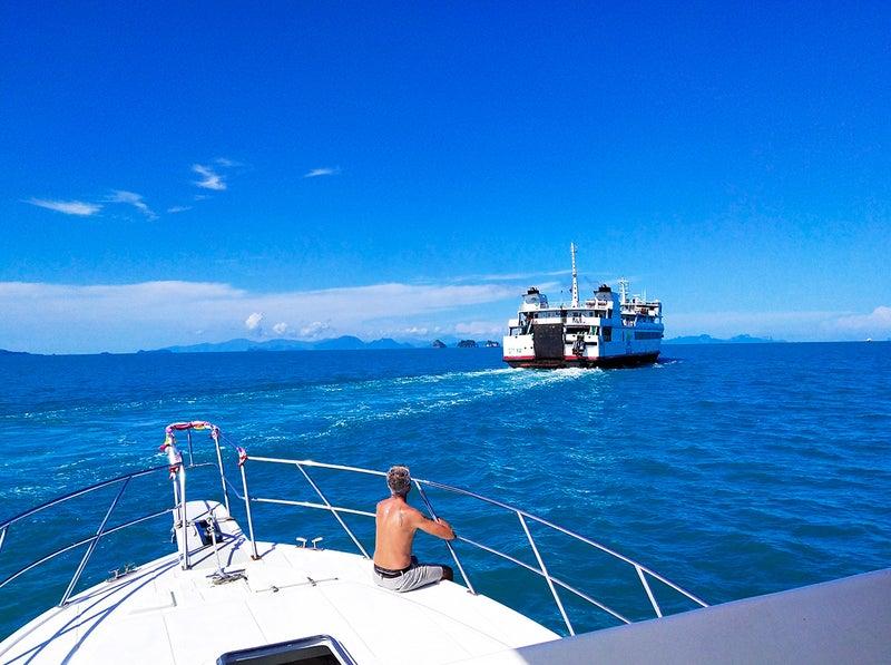 タン島に向かうボート