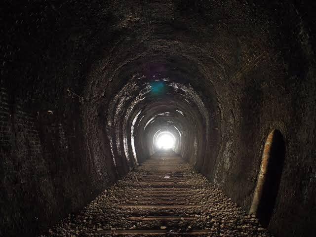 トンネル 伊 佐貫