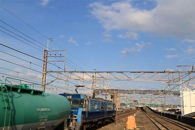 なまでこの鉄道写真館EH200形電気機関車が牽引する、貨物列車タキ編成です。