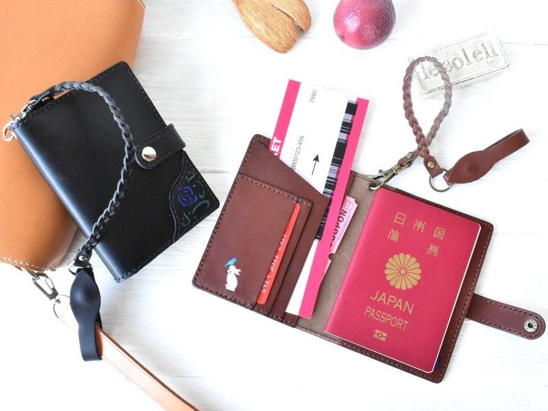 ベルトループ付ペアのパスポートケース