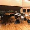 レコーディングスタジオでの発表会の画像