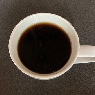 ダークなコーヒー飲みながら