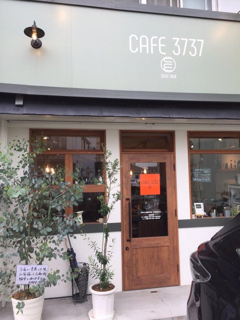 の カフェ 近く